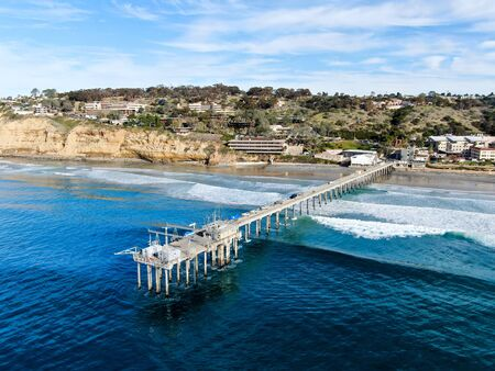 Aerial view of the scripps pier institute of oceanography, La Jolla, San Diego, California, USA. Research pier used to study ocean conditions and marine biology. Pier with luxury villa on the coast. Foto de archivo