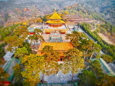 Aerial view of The Temple of Universal Happiness, Pule si, also called the round Pavillion, this structure was built in 1766. Little temple at the starting point for hammer rock hike, Chengde, China. Banque d'images