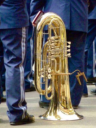 trombon: Un tromb�n establecida antes la banda comienza a tocar.