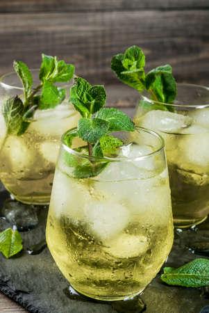 Traditionelle Spanische Alkoholische Getränke, Rebujito Cocktail ...