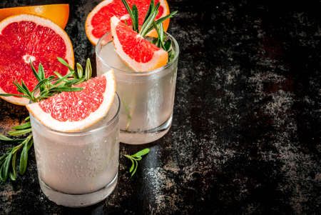 Alcohol drink, Rosemary, Grapefruit & Gin Cocktail, On a black rusty metallic background, copy space Banco de Imagens