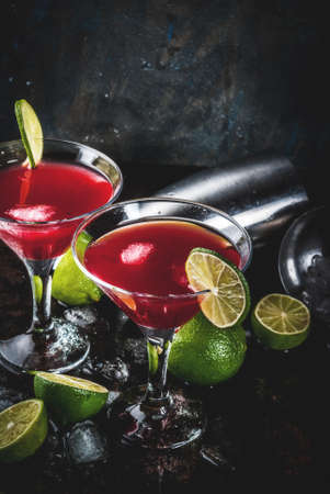 Red cosmopolitan cocktail with lime in martini glass, on dark rusty background copy space Фото со стока - 91497313
