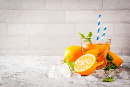 Cold summer drink. iced tea with lemon and mint, on grey stone background.  Copy space Banque d'images