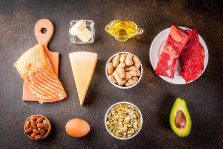 ケト原性低炭水化物ダイエットコンセプト。健康的な脂肪の含有量が高い健康的なバランスのとれた食品。心臓と血管のためのダイエット。オーガ 写真素材