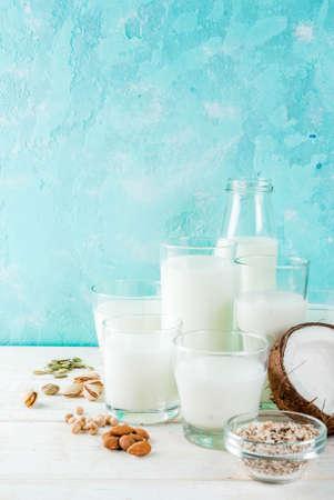 ビーガン代替食品、様々な非乳製品ミルクのセット - 米、ココナッツ、アーモンド、ピスタチオ、ゴマ、カボチャの種、大豆、ナッツ、オートミー