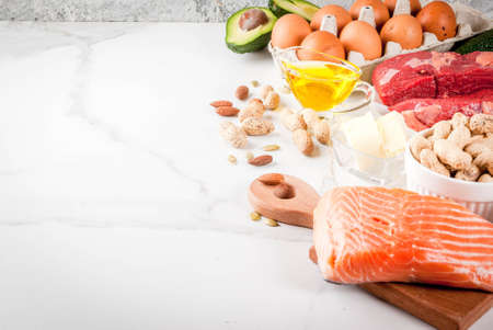 Ketogenic low carbs diet concept. Healthy balanced food with high content of healthy fats. Diet for the heart and blood vessels. Organic food ingredients, whiite marble background, copy space Stockfoto
