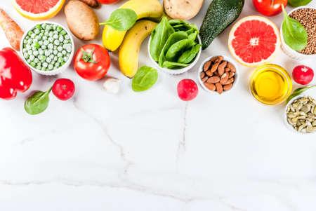 健康的な食品の背景、トレンディなアルカリ性ダイエット製品 - 果物、野菜、穀物、ナッツ。オイル, コピースペースの上に白い大理石の背景 写真素材