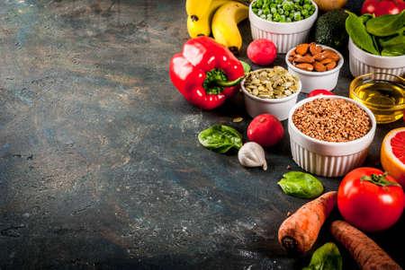 健康的な食品の背景、トレンディなアルカリ性ダイエット製品 - 果物、野菜、穀物、ナッツ。オイル, ダークブルーコンクリート背景コピースペース