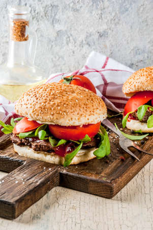 Homemade bbq beef meat sandwich burger with fresh vegetables copy space Banque d'images - 101550604