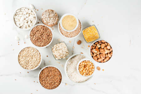 Selection various types cereal grains groats  in different bowl on white marble background, copy space top view Banque d'images - 101952815