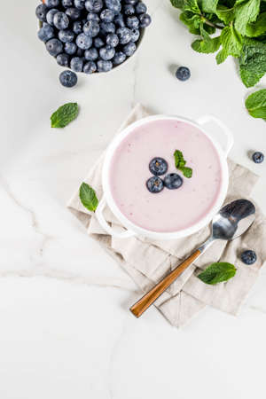 Sweet creamy blueberry soup, vegan summer food, white marble background copy space 写真素材 - 102793671
