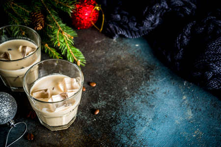 Irish cream cocktail or liqueur, traditional winter christmas drink, dark rusty background with fir tree branches, coffee beans and christmas decorations, copy space 版權商用圖片
