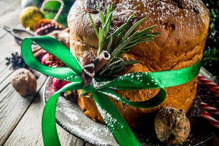 Traditional Christmas panettone with dried fruits and nuts, on old wooden background wth christmas decoration copy space top view Foto de archivo - 113023571