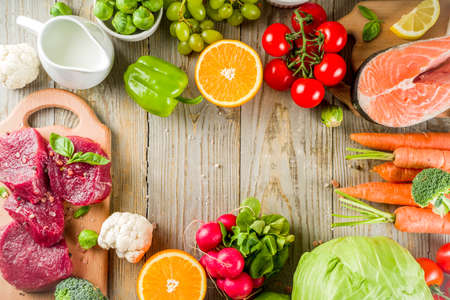 Flexitarian diet diet, with fresh vegetables, raw meat and fish, legumes, grains, fruit, wooden background, copy space top view Archivio Fotografico - 117675731