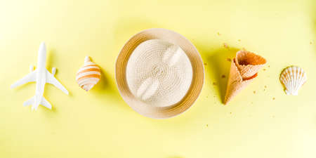 Travel and vacation flatlay concept. Summer bright colorful background with hat, sunglasses, plane,  passport, tropical leaves, travel cosmetics kit, seashells, copy space top view banner 版權商用圖片 - 122593346