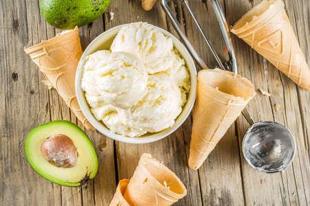 Vegetable gelato. Vegan avocado ice cream, old rustic wooden background. Stockfoto