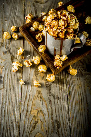 Homemade sweet caramel pop corn, with caramel topping, dark rustic  copy space 스톡 콘텐츠