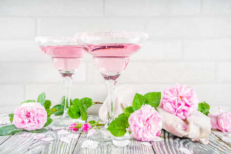 Trendy summer alcohol drink. Sweet rose cocktail Rice 'n' Roses. Pink rose wine, 스톡 콘텐츠
