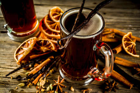 Hot beer with spices - vanilla, cinnamon, anise, citrus. Mulled dark beer drink. 스톡 콘텐츠