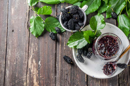Mulberry Chutney or Jam, with fresh Mulberries, wooden rustic background Stockfoto - 132576324