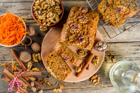 Homemade carrot cake with walnuts, rustic wooden background with ingredients, copy space Banco de Imagens - 133053560