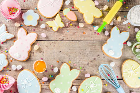 Happy easter background with pastel colored easter cookies - bunnies, eggs, flower, butterfly, Wooden rustic background, flatlay banner copy space Zdjęcie Seryjne