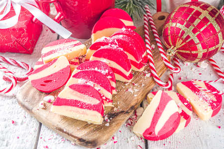 Homemade Peppermint Cookies, White and Red Velvet Chocolate salami with biscuits and hazelnuts. Christmas candy cane styled sweets 版權商用圖片