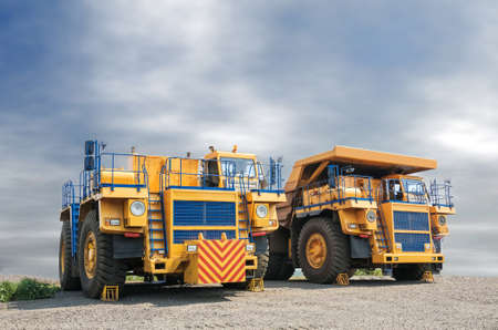 picture of big yellow heavy truck in open cast mine Imagens
