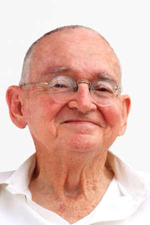 座っていると笑みを浮かべて彼の幸せな人間にシニアの肖像画