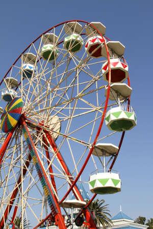 ferriswheel: -ruota panoramica ad una fiera locale in port elizabeth