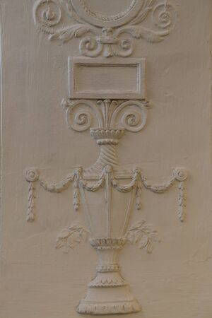 The bas-relief depicts a vase stylized as antiquity. Old relief on the wall of the Moscow metro at Belorusskaya station Banque d'images - 131955748
