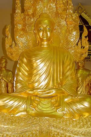 seated golden Buddha statue, symbol of Buddhist religion, Thailand, Pattaya Imagens