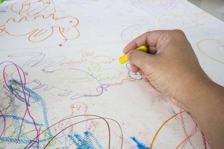 Dibujo Niños Niño Colorante Pintura De Crayón Colorido Fotos ...