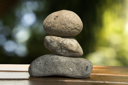 sencillez: zen de rock tri madera pila espiritual suelo de piedra