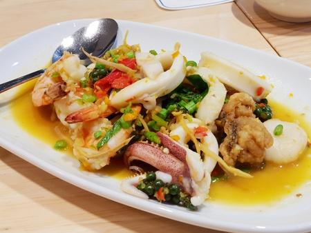 Frutti di mare tailandesi con salsa piccante