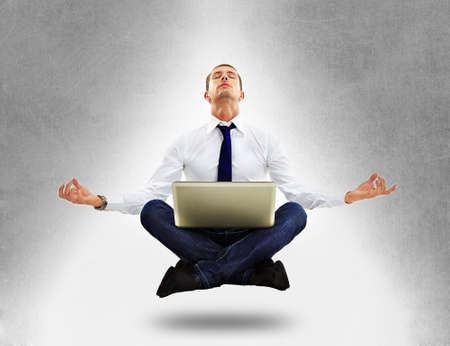 Hombre de negocios sentado en posición de yoga Foto de archivo - 16800946