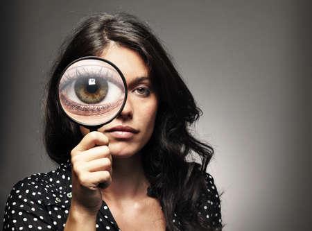 glass eye: retrato de estudio, con la chica gris y marr�n