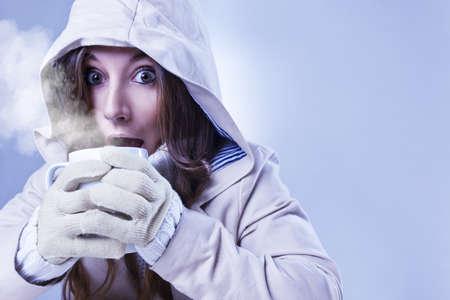 Anorak: sch�ne M�dchen mit Winterkleidung Lizenzfreie Bilder