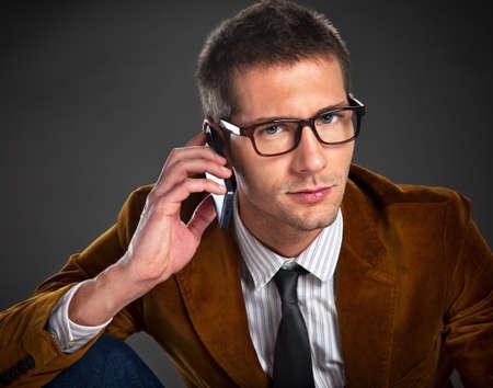 rimmed: Retrato de hombre de negocios atractivo, con gafas de montura sobre fondo gris Foto de archivo