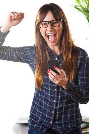 rimmed: Mujer joven con una camisa a cuadros y gafas de montura