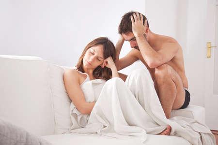 Traurige Paare Gesichter