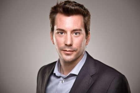 gezicht: Portret van een normale jonge man
