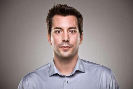Aantrekkelijke jonge man in de studio Stockfoto