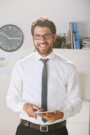 rimmed: Hombre de negocios con gafas de montura en el cargo. Foto de archivo