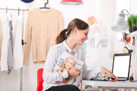 若者のファッションの女性の笑みを浮かべて 写真素材