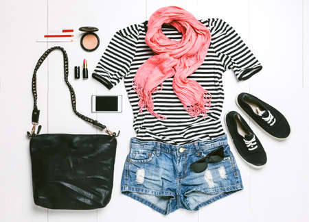 fashion bag: Outfit of casual woman