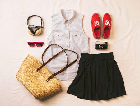 ropa de verano: Outfit de mujer casual Foto de archivo