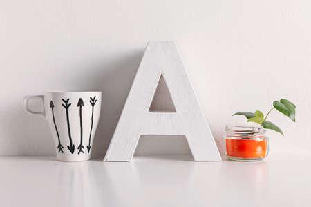 White coffee mug with arrows