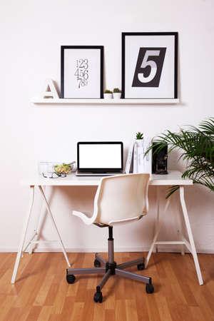 Oficina de blanco y negro en casa. Foto de archivo - 36271945