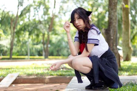 uniformes: Ni�a de la escuela asi�tica con los ojos encantadores Foto de archivo